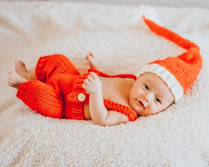 christmas newborn photos family photos